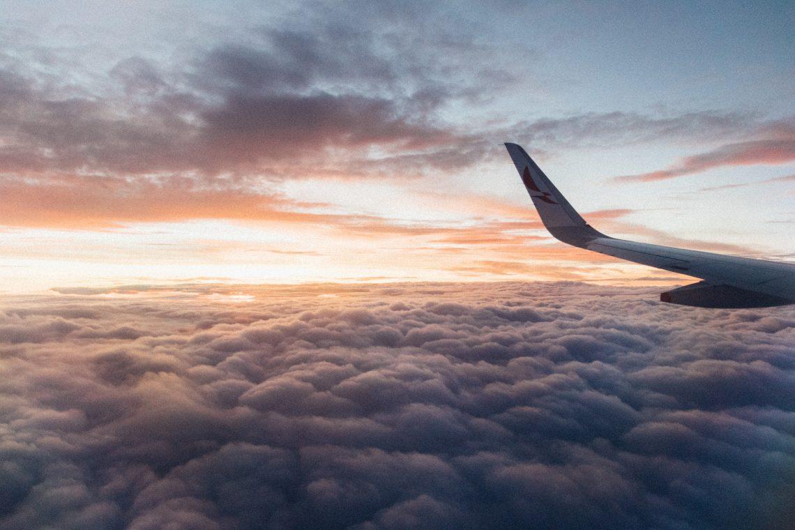Voyage, envie de partir, vacances, avion, découverte, monde, pays, culture, coutumes, développement personnel, nuages, ciel, mission de vie, vocation, travail, passion