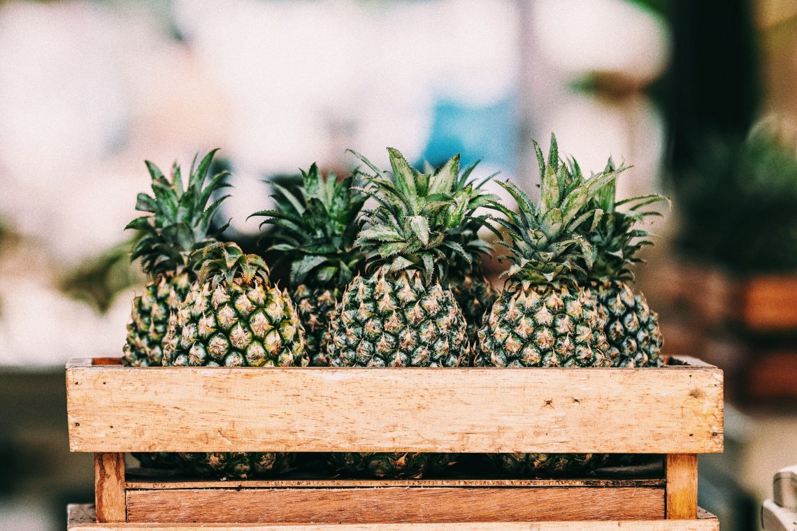 ebook gratuit, ebook vitaminsea, ebook nutrition intuition, alimentation intuitive, cagette, ananas, bali, fruits, fruit, photo, marché, traditionnel, indonésie